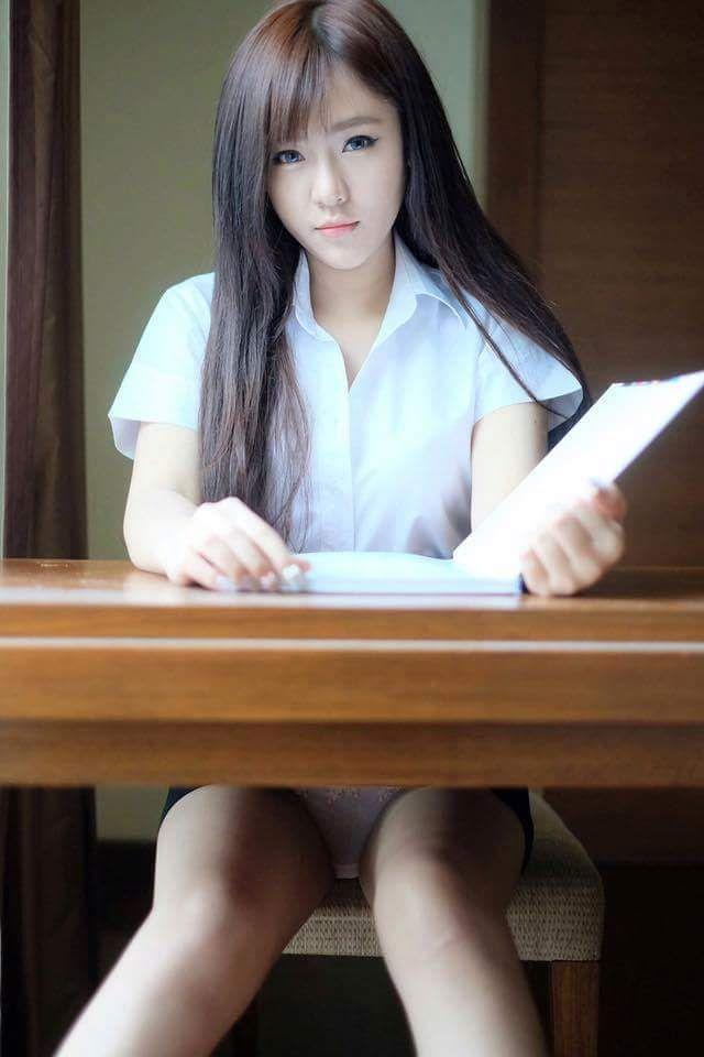 Video: Cute Schoolgirl In Uni