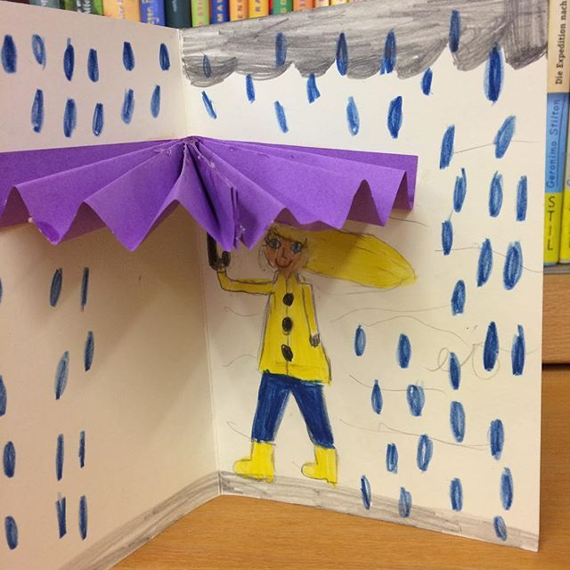 """Gestern in der Schreibwerkstatt: Passende Karte zum Regenwetter und dazu mit den Kindern das wundervolle Buch """"Wolkenbrot"""" gelesen. #regen #diy #basteln #bastelnmitkindern #karte"""