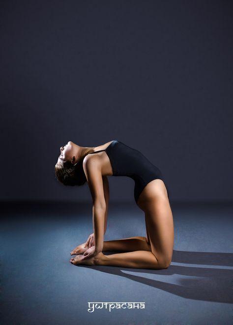 УШТРАСАНА (поза верблюда)  Уштрасана вытягивает и тонизирует весь позвоночник. Она исправляет сутулые плечи и спинной горб, стимулирует циркуляцию крови. Также Уштрасана развивает чувство равновесия и вырабатывает уверенность в себе.