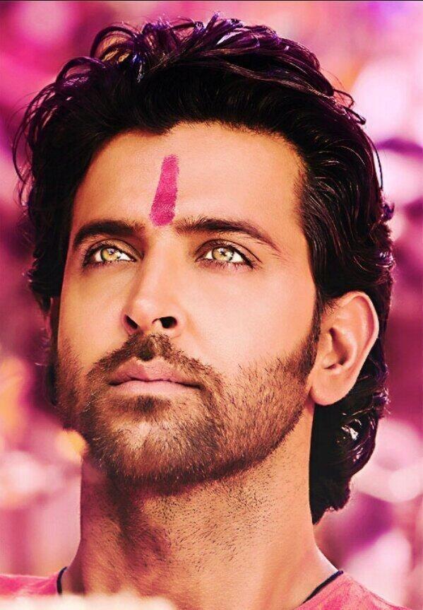 Just look at Hrithik's eyes so beautiful.