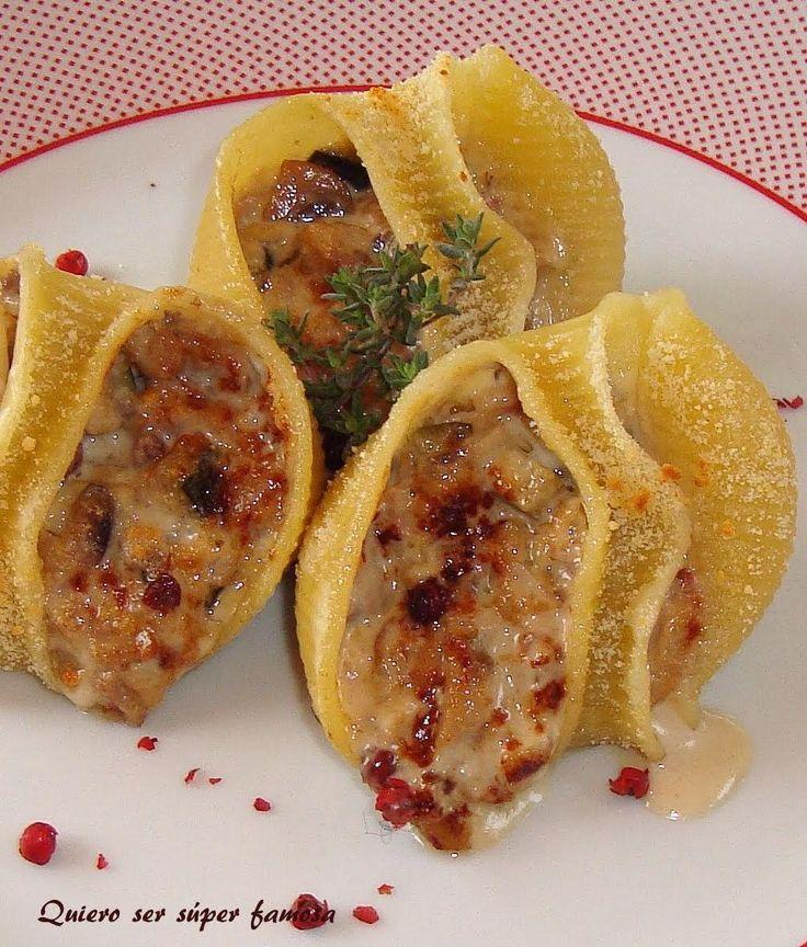 Pasta rellena de champiñones con nueces y gorgonzola