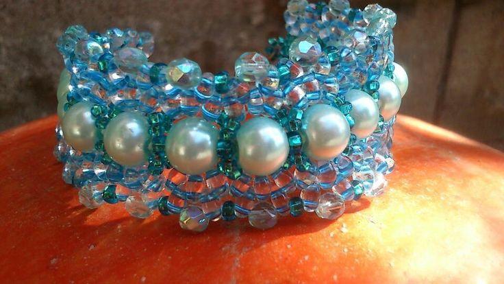 Náramek+Blue+Náramek+je+vytvořen+šitou+technikou+.+Modré+perly,+rokail+,twiny+a+ohňovky+.