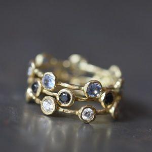 Petites bagues joaillerie en or 18 carats et pierres fines, alliances en or  pour les femmes et les hommes, par Hélène Courtaige Delalande pour l'e-gaelerie l'Atelier des Bijoux Créateurs.