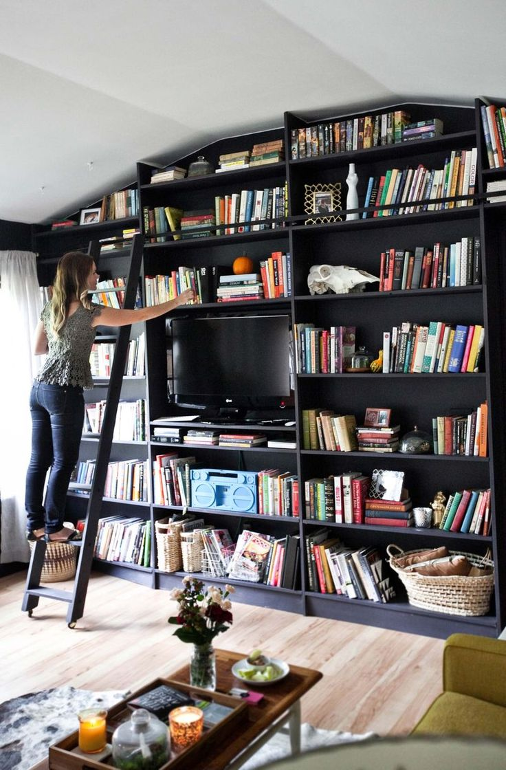 Love that wall: Tv Bookshelves, Living Rooms, Home Libraries, Black Bookshelf, Bookshelf Wall, Books Shelves, Books Club, Rooms Tours, Beautiful Mess