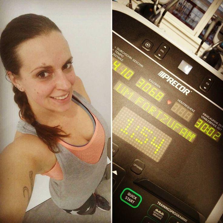 """Endlich haben auch die selbst auferlegten Basentage ein Ende. Dafür hat zum Glück der Trainingsplan gepasst und für heute nur gemütlich Ausdauer Training vorgesehen  ab morgen wird dann wieder """"sauber"""" gefuttert   #Fitgirl #fitfam #healthy #fit #fitness #workout #gym #cleaneating #fitspo #bodybuilding #love #diet #fitnessbody #cardio #karlsruhe #fitgirls #girlswithmuscle #muscles #strong #beastmode #fitnessaddict #gymlife #workout #girlswholift #training #fitbody #bodygoals #selfie #smile"""