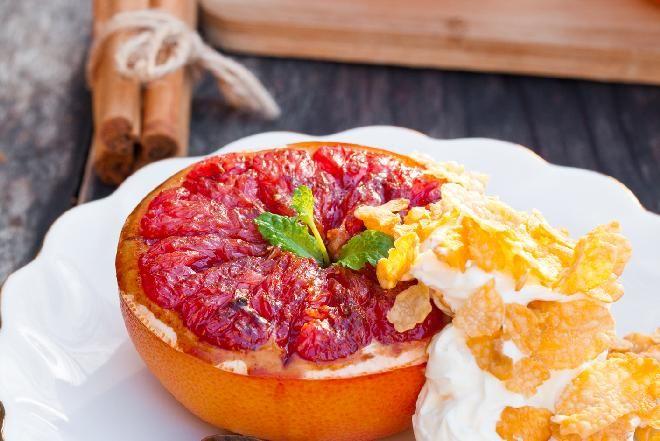 Przepisy na grilla: grapefruit z rusztu [jak grillować owoce]