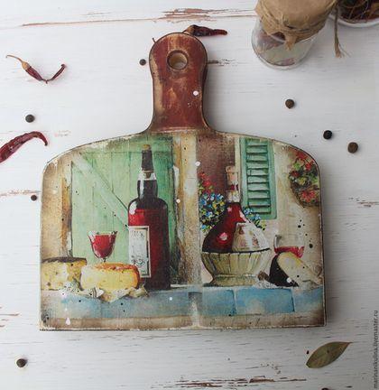 Купить или заказать ' Полдень в Провансе' доска сырная в интернет-магазине на Ярмарке Мастеров. Доска сырная для нарезки и подачи сыра, фруктов . Оборотная сторона полностью функциональна. Перед первым применением необработанную часть доски надо покрыть оливковым маслом или натуральным льняным маслом и хорошо просушить.…