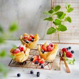 Fruitsaladebakjes: krokante bakjes van filodeeg gevuld met vers fruit en mascarpone