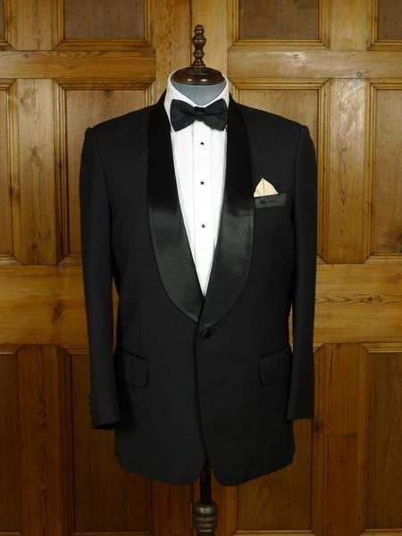 17/1779 immaculate bepsoke far-east tailored lightweight wool & mohair / silk shawl dinner jacket 42 regular to long