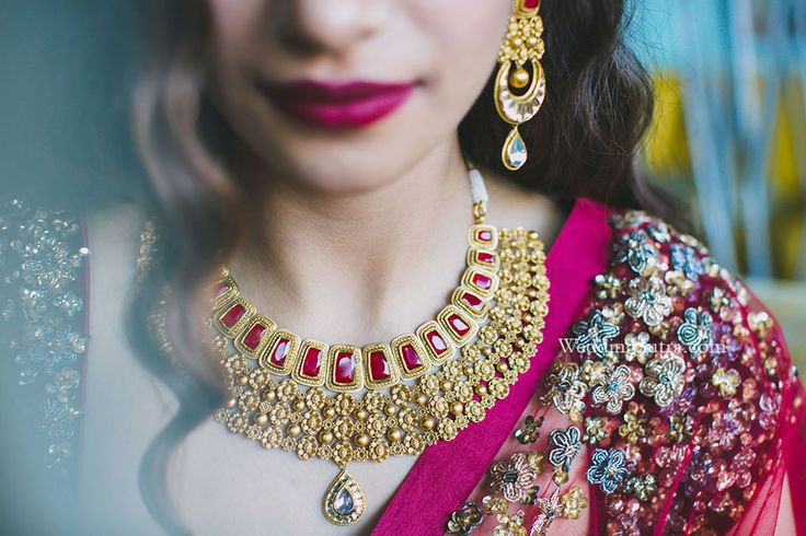 An antique finish choker by Tanishq at WeddingSutra Bridal Diaries. Photos Courtesy - Shreya Sen Photography