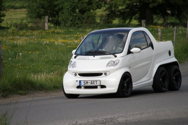 Hmm A Smart Car I Might Actually Not Be Ashamed To Drive Fortwo 6 Wheel 450 Pickup Tandem Axle Pickups Suvs Cars