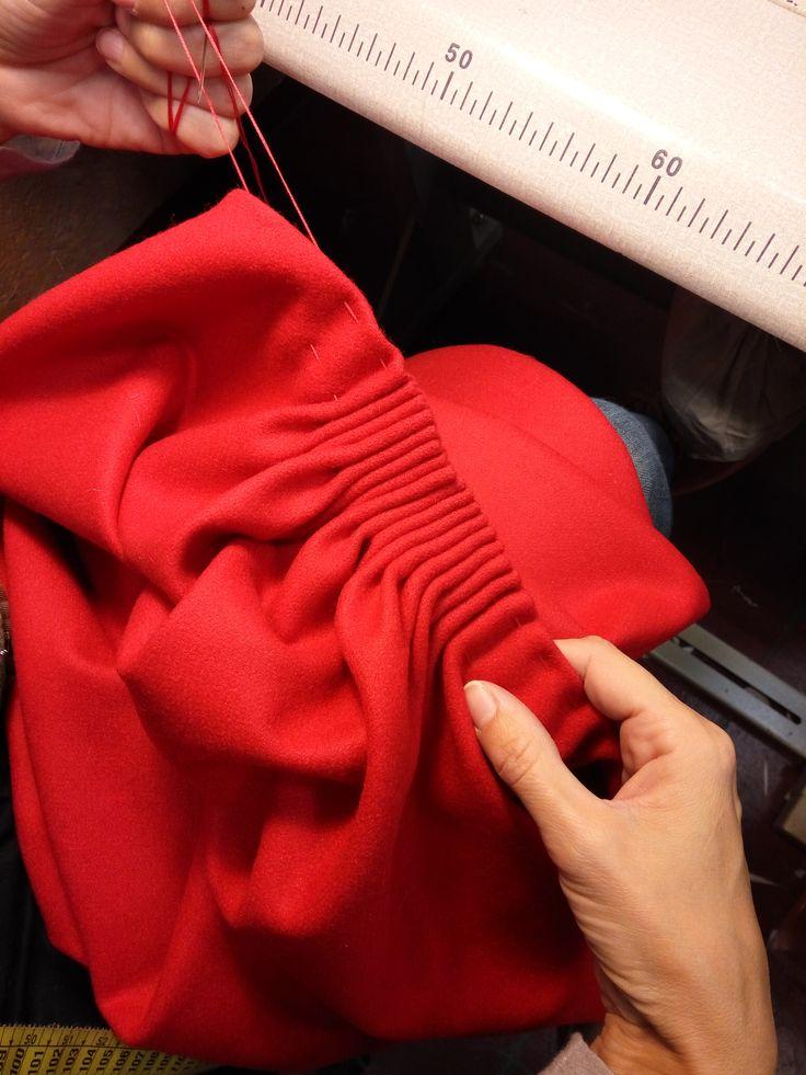 Detalle fruncido abrigo de Papá Noel. Inspiración nórdica #confección #sewing #costumes #navidad