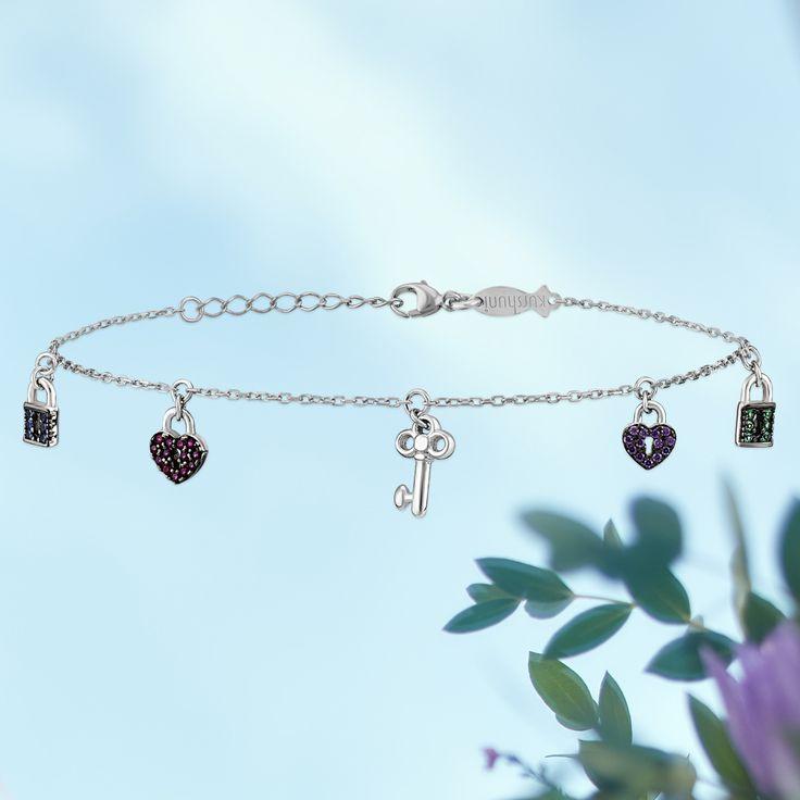 Heart and key charms add delicate detail to this timeless bracelet.   #kurshuni #bracelet #silverbracelet #gümüşbileklik
