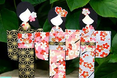 Japanese paper dolls tutorial. Aww, my grandma and I used to make these all the time when I was a kid  .for 1500 free paper dolls, go to my website Arielle Gabriel's The International Paper Doll Society...
