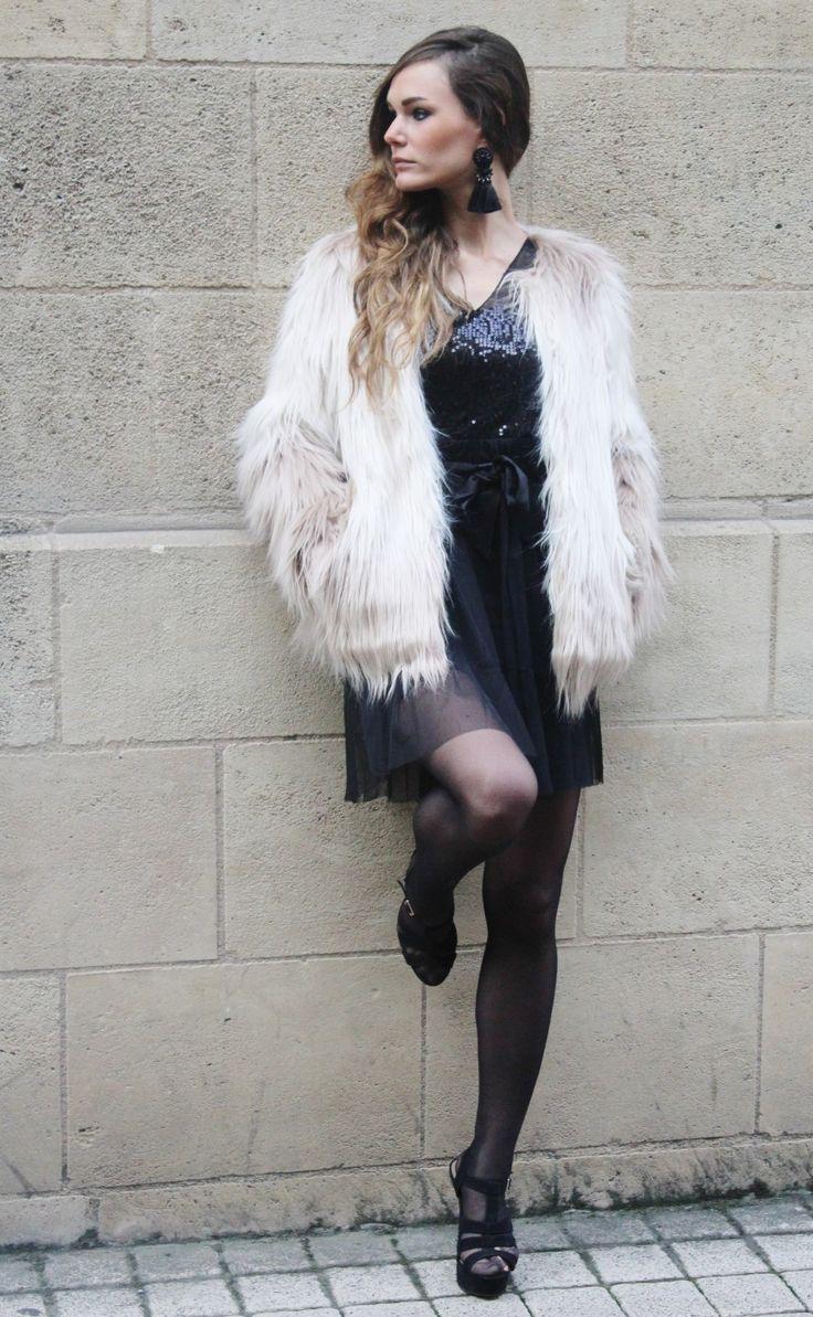 La blogueuse Maryska porte notre robe de fêtes avec notre manteau en fausse fourrure #party #outfit #fashionblogger #fauxfur #dress