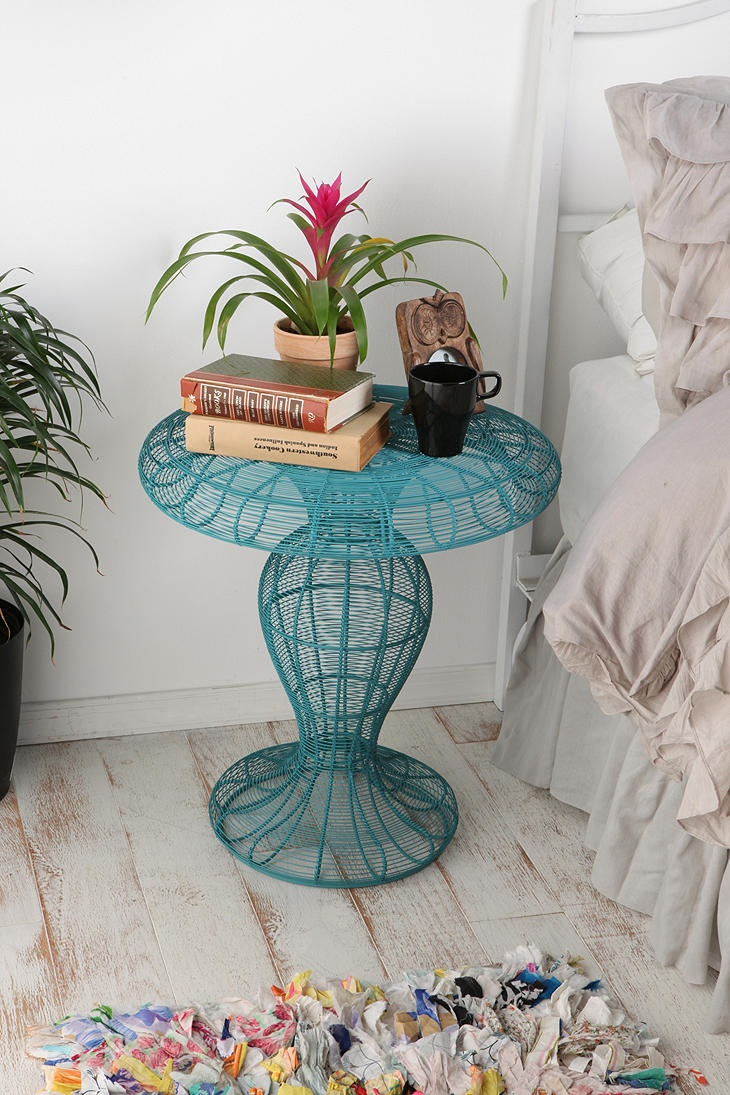 Coil Side Table - so cute!