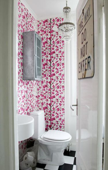 Yes, wallpapered walls make me smile : The Doors, Small Bathroom, Scandinavian Interiors, Interiors Design, Small Spaces, Vintage Interiors, Shower Curtains, Powder Rooms, Bathroom Wallpapers