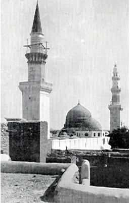 A very rare picture of old Masjid Al Nabawi.