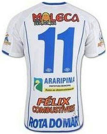 O Araripina, time pequeno de Pernambuco, usou por um tempo um rosto de menina na camisa. Por quê? Porque foi patrocinado pela gloriosa banda Moleca Sem Vergonha. Ficou fofa a garotinha, até. Sem vergonha de ter um patrocínio ridículo na camisa.