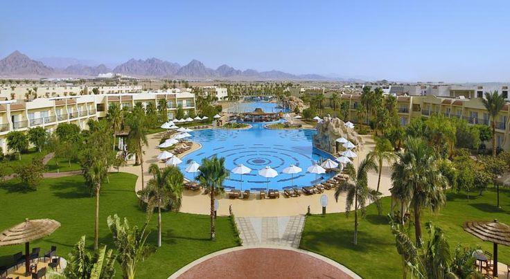 Отель Hilton Sharks Bay Resort расположен в 5 км от аэропорта Шарм-эль-Шейха. К услугам гостей отеля Hilton Sharks Bay Resort частный пляж, удобства для отдыха и водных видов спорта. Интернет Wi-Fi бесплатно.  В отеле: 629 номеров. Во всех номерах есть балкон, телевизор, холодильник, ванная комната/душ, фен, кондиционер, сейф, телефон (платно).  В отеле есть 7 бассейнов и терраса для отдыха, также современный тренажерный зал.  Работает профессиональный дайвинг-центр...