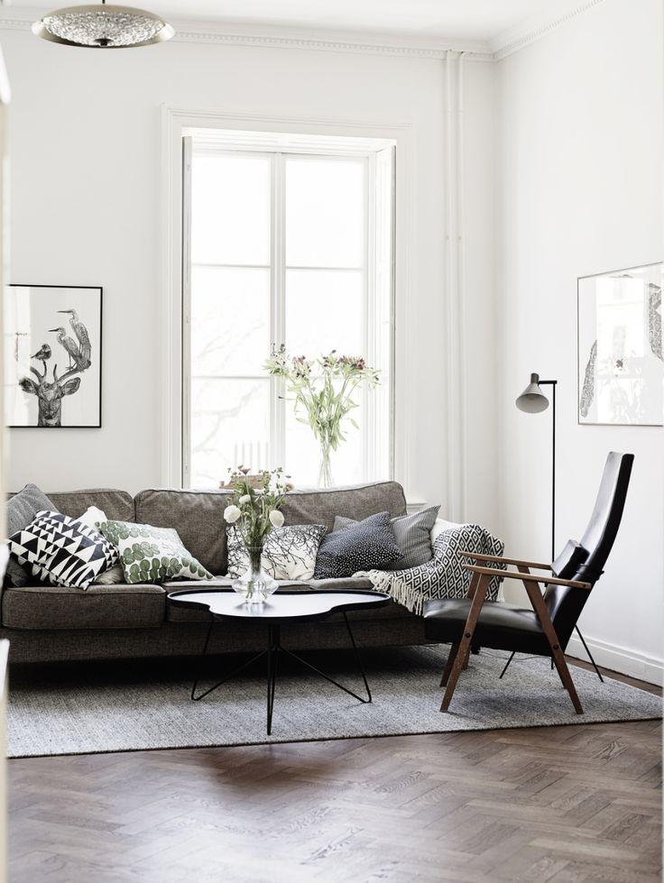 Dark floor, dark sofa, white walls. This sofa looks so inviting