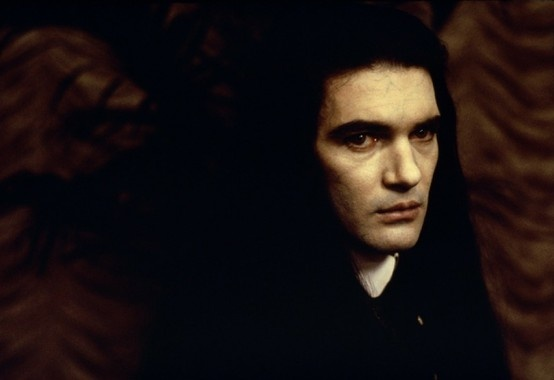 Antonio Banderas as vampire Armand, he takes my breath away ♥