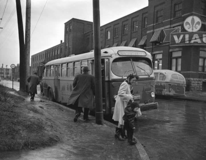 Coin Ontario et Viau en 1951. L'usine de Biscuits Viau.