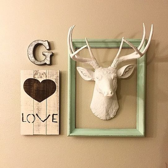 We love how @baileygriffin12 has used The Templeton to decorate this space! Such a cute gallery wall!
