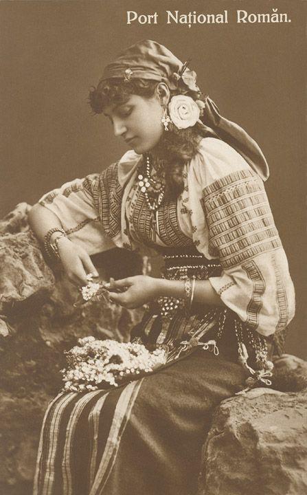 Romanian Peasant Girl ( Postcard )