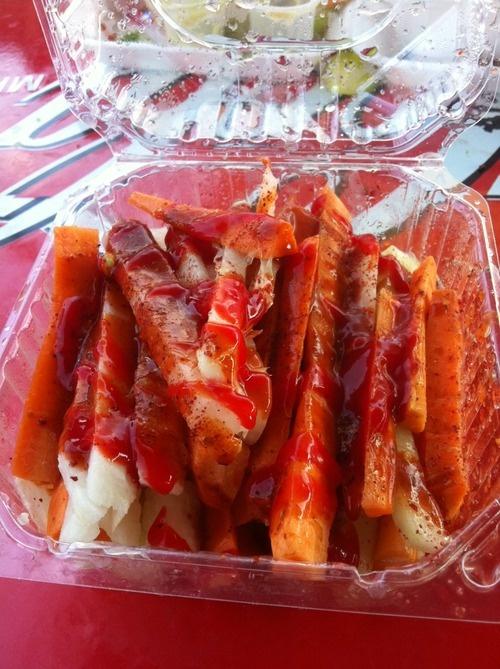 Que sabroso. Zanahoria, jícama y pepino con chamoy, salsa valentina, limón y Chile en polvo.