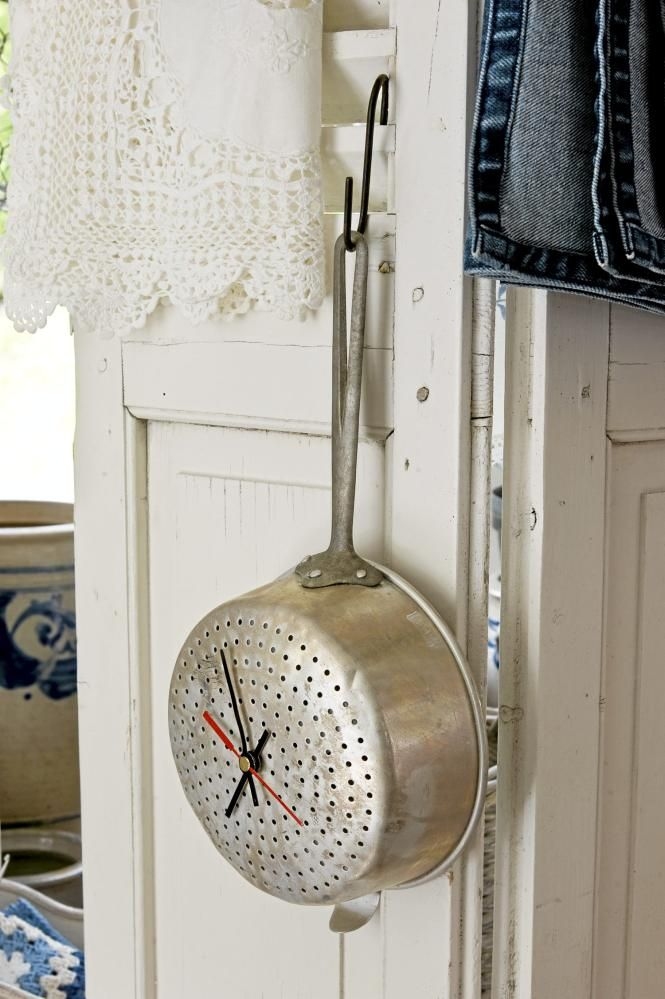 KITCHEN CLOCK LOVE!!!!  This would be so easy to make with strainer/pan, battery clock from hobby store!!!!