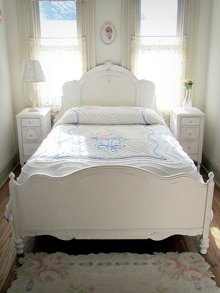 adore! I always dreaming about white bed!