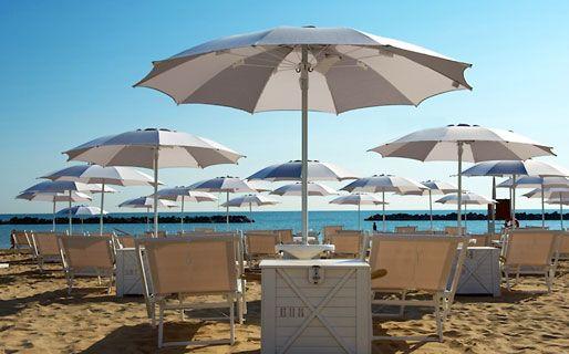 al mare a Fano. Best beaches in Italy!