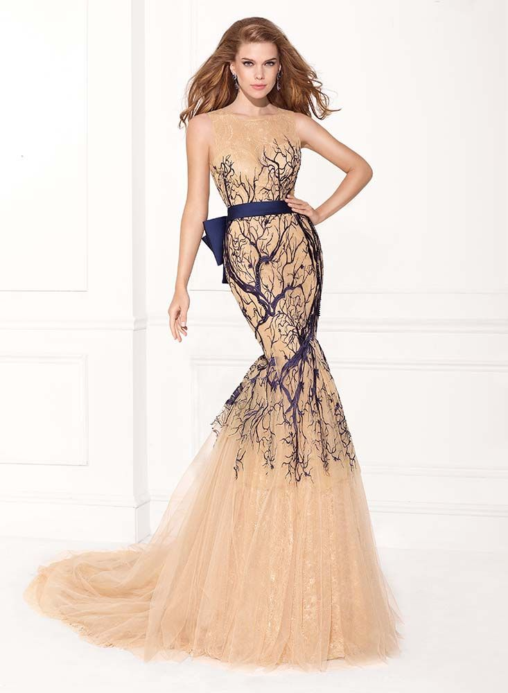Rochie de seara sirena realizata din straturi de tul matasos. Mermaid evening dress made from ethereal tulle with branches effect and oversized bow.