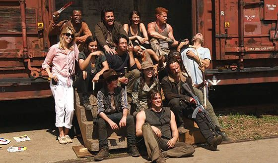 The-Walking-Dead-Season-5-First-Day-Back-Video-560