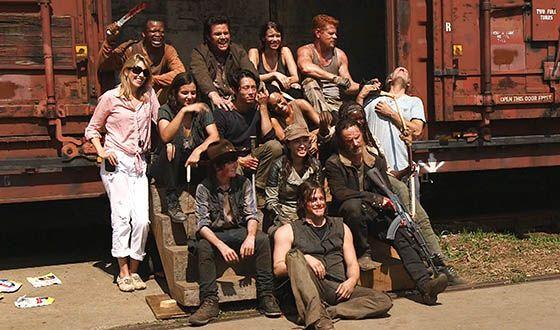 The-Walking-Dead-Season-5-First-Day-Back-Video-560
