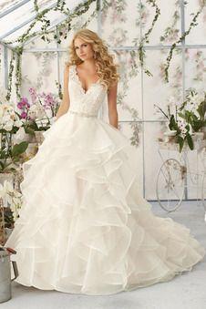 Robe de mariée bouffante en organza à dos nu de col V