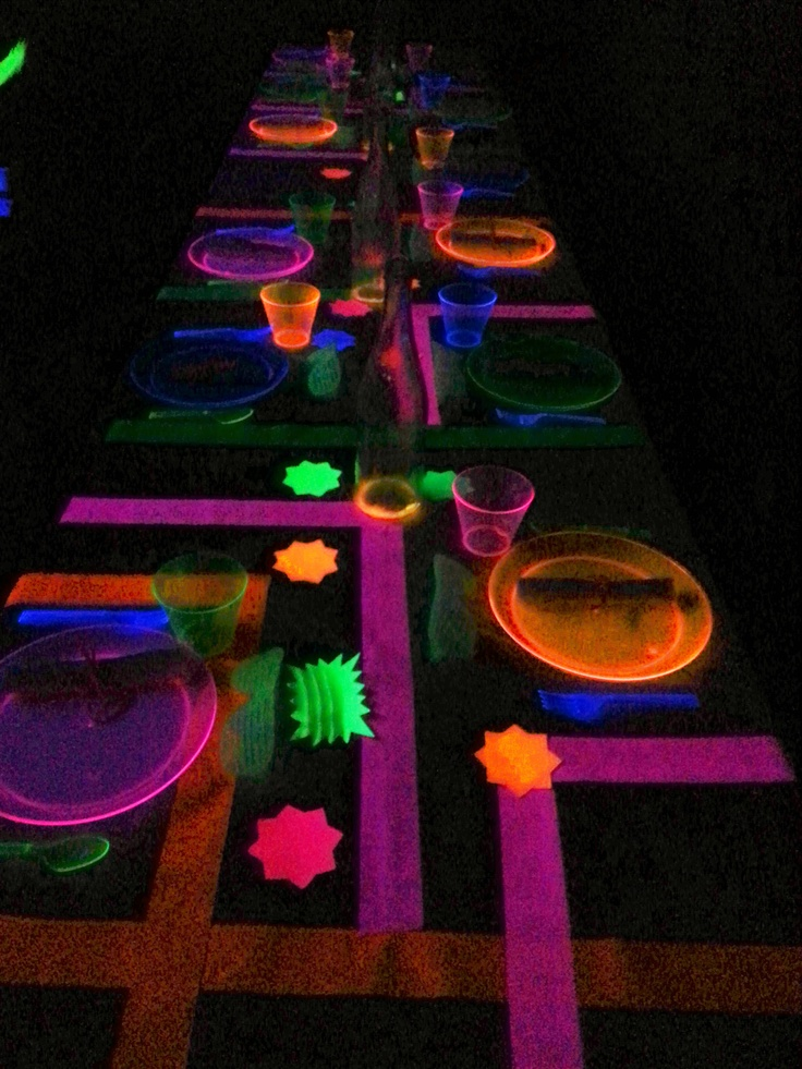 glow in the dark black light party table setting. Black Bedroom Furniture Sets. Home Design Ideas