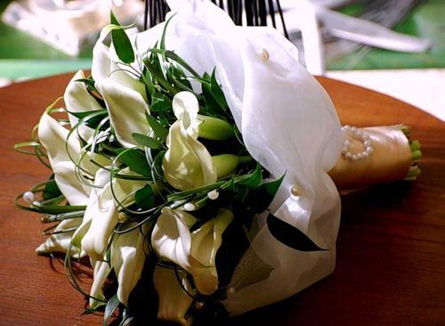 какие цветы подарить на свадьбу молодожёнам каллы