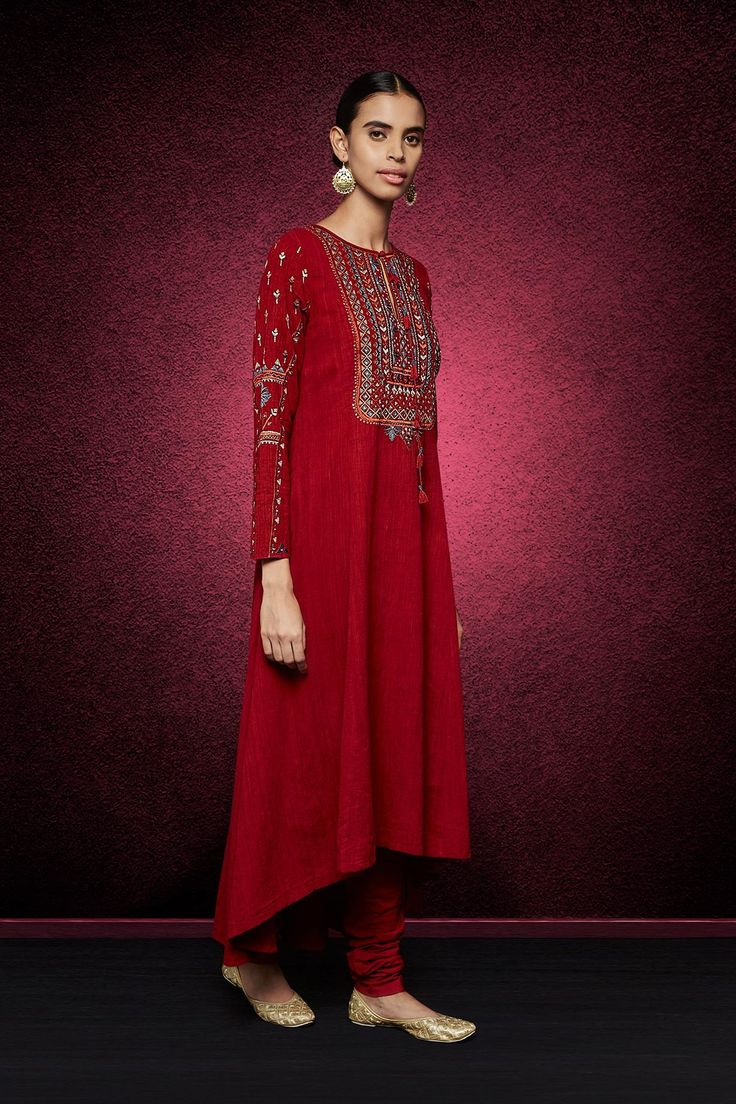 A malkha cotton kurta with elegant dori and tikki embroidery paired with a cambric cotton churidaar. Style this suit with silver mojris, silver earrings and a ring to look ravishing at a sangeet or mehendi function. Wear it as a dress sans the churidaar for a classy day look.