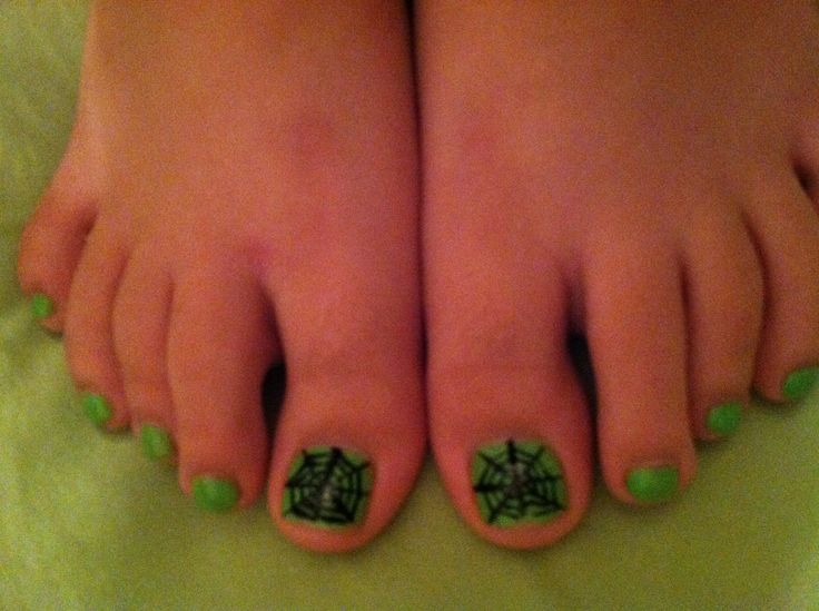 Averie's Halloween Toes!