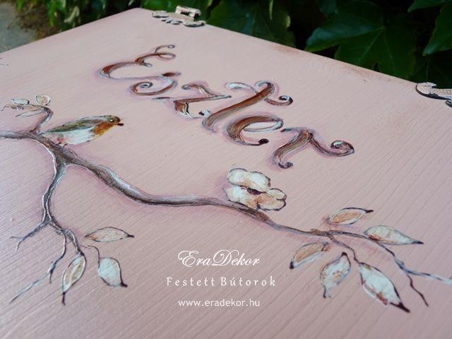 Antikolt festett pasztell tároló láda a provence-i stílus jegyében. Fotó azonosító: PROVPASMAD10