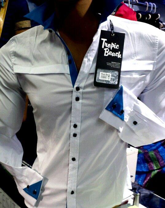 Camisa exclusiva diseño italiano.  Corte slim fit. Tallas small, medium y large.  En nuestro local de Manuel Montt 021, Providencia. Despachos al fono 222330810 Whatsapp +56964200293