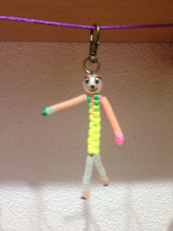 Muñeco hecho con hilo de cola de rata