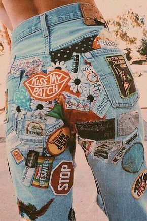 Pick a pair of jeans. and buy a patch from each vacation you take, each city/place you visit. =one cool pair a jeans and a priceless keepsake Looks Cool, Looks Style, Style Me, Look Fashion, 90s Fashion, Fashion Outfits, Grunge Fashion, Denim Fashion, Fashion Trends