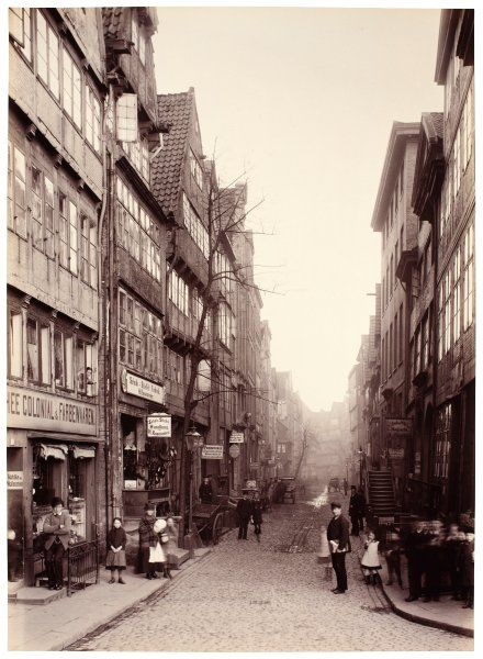 A shot of the Hamburg street Bei den Mühren, around 1884.