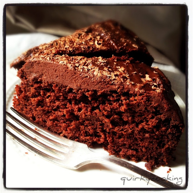 Quirky Cooking: GF Chocolate Banana Cake with chocolate icing made from dates, chocolate & coconut or almond milk