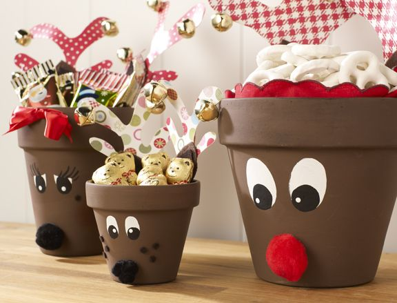 Reindeer made out if clay pots. Can be a candle holder, fill it up with candy, chocolate , etc #christmAs DIY #Christmas ideas to do with the kids as a Christmas decoration.