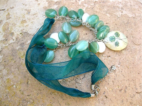 Aventurine 3 clover Pearl necklace - notice the Clovers for good luck on this Aventurine necklace (also believed to have good luck properties and otherwise known as 'The Gambler's Stone')