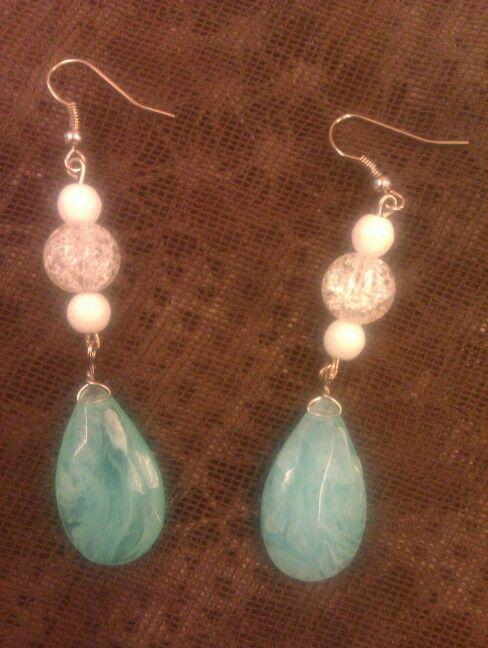 Σκουλαρίκια με χάντρες σε αποχρώσεις γαλάζιου - λευκού..